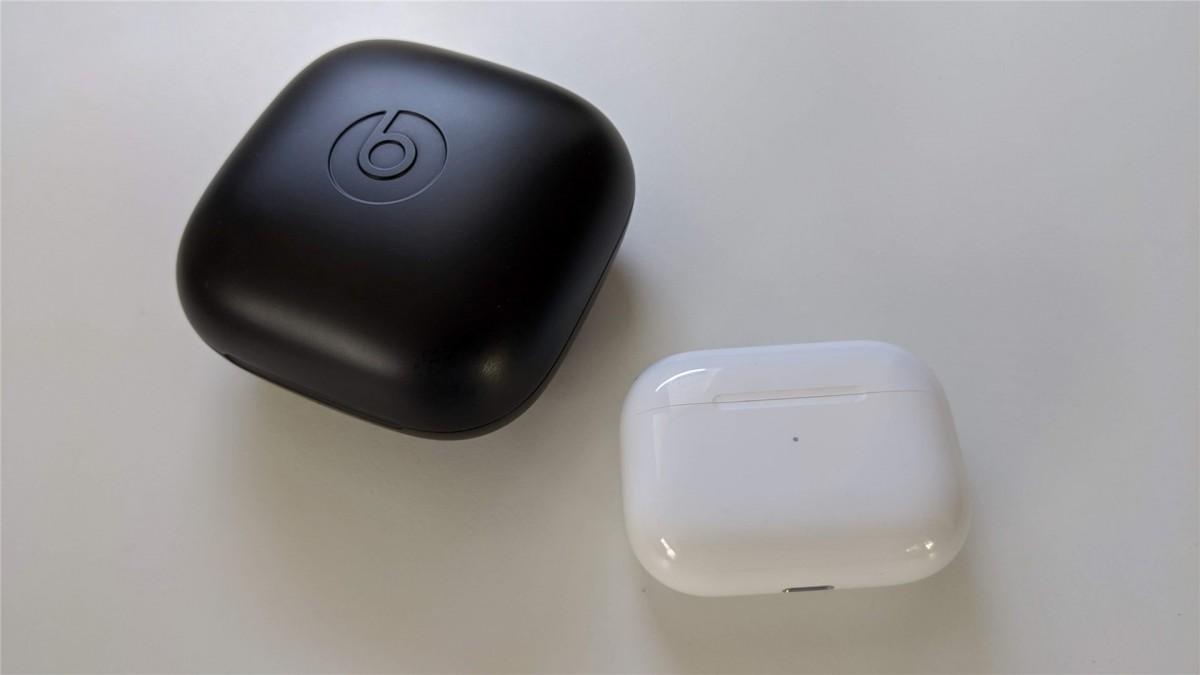 مقایسه هندزفری ایرپاد پرو اپل با پاوربیتس پرو