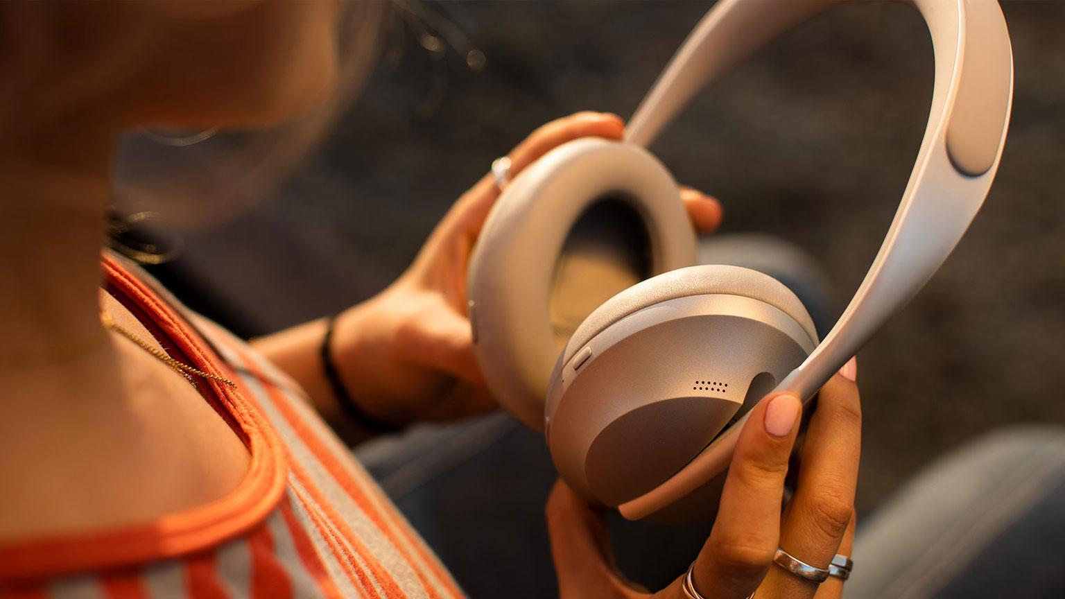 https://www.hitel.ir/wp-content/uploads/2020/03/Bose-Headphones-700-9.jpg